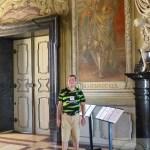 Der Vorstand vor dem Portrait von Kaiser Heinrich