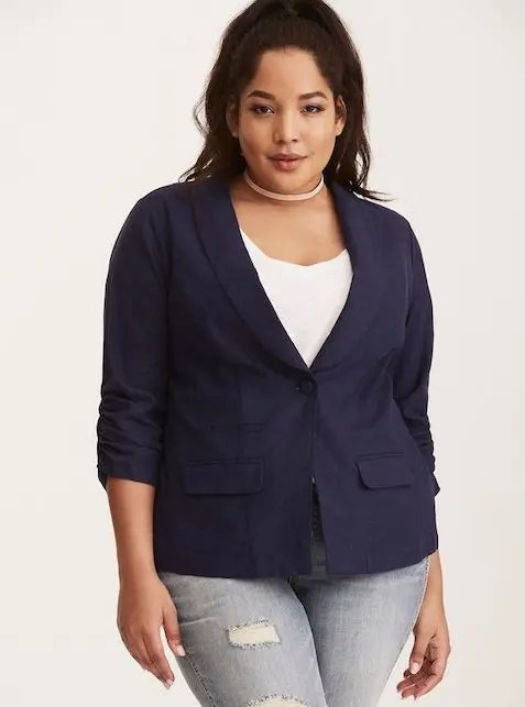Come indossare il blazer blu in primavera
