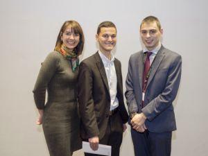 Jason Stober et Alexandre Toso (Université d'Ottawa). Prix remis par Pre Anne-Marie Savard – Co-présidente du Concours Mignault 2016 et représentante UdeS de l'A.P.D.Q.