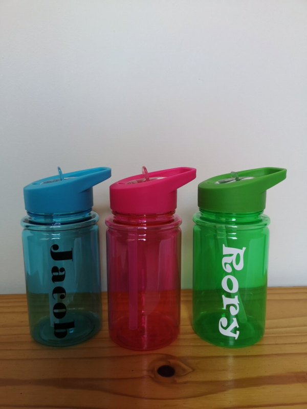 Personalised childrens water bottles main photo