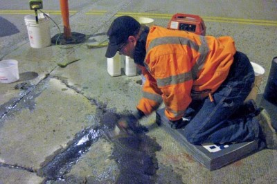 Repairing concrete cracks with Roadware 10 Minute Concrete Mender™