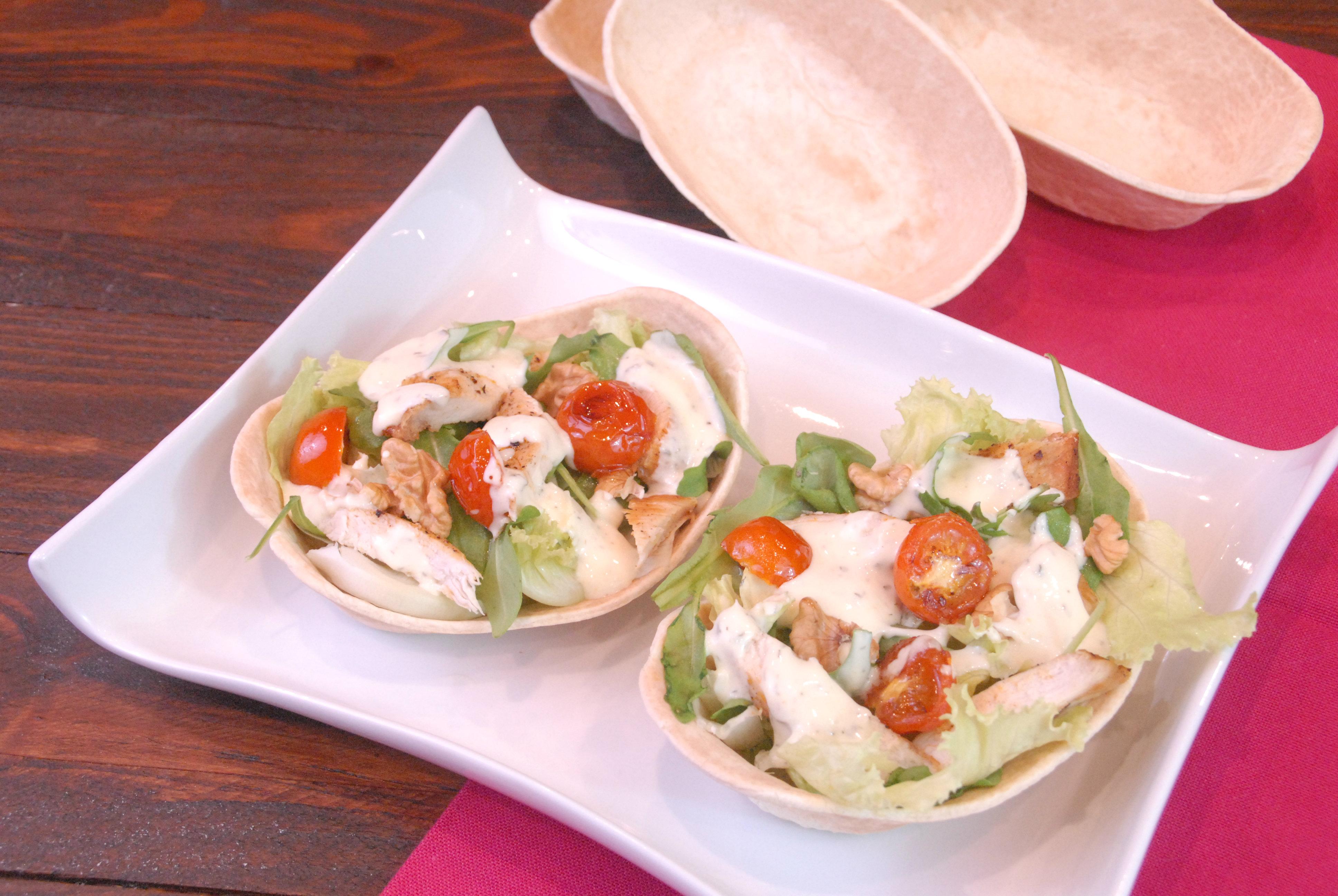 Receta de ensalada de pollo en barquitas mexicanas