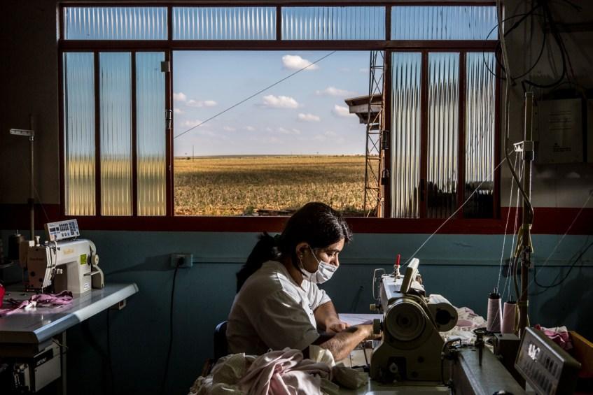 Brunno Covello -BRASIL- La costura y el trabajo de las mujeres 2