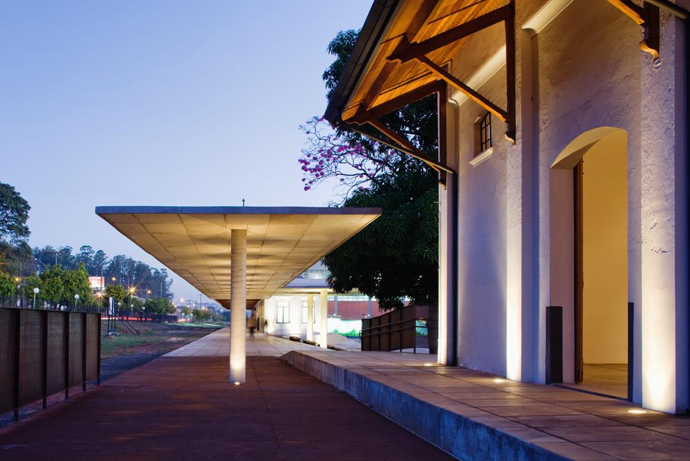 Marquise e prédio de exposições