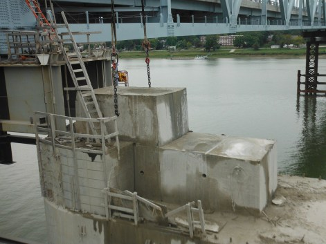 Pier cap sawn into pieces & left in place, allows for one day removal with crane