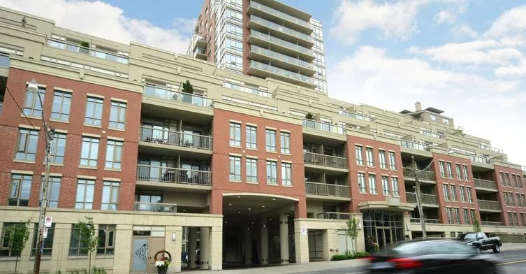 Exterior image of the 900 Mount Pleasant in Toronto