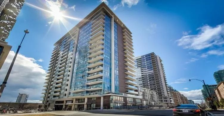 Exterior image of the Bliss Lofts in Toronto