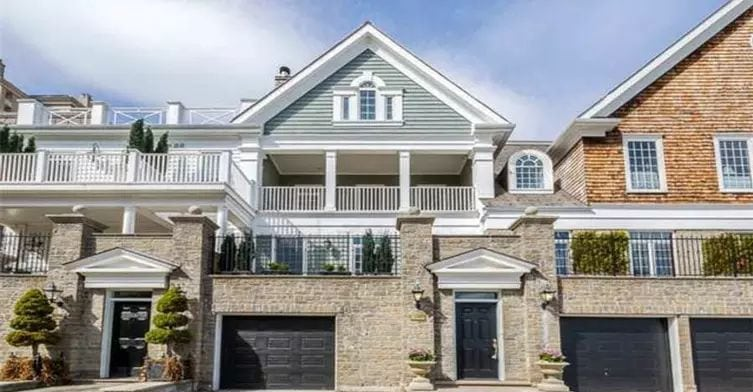 Exterior image of the Grand Harbour Townhomes in Toronto