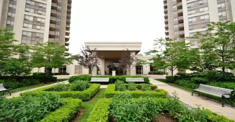 Exterior image of the Mansions of Humberwood in Toronto