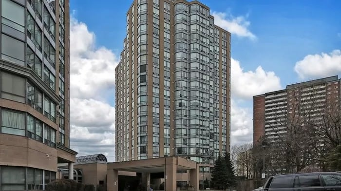 Exterior image of the River Ridge Residences Condos in Toronto