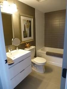 Treetops Condos bathroom with tub