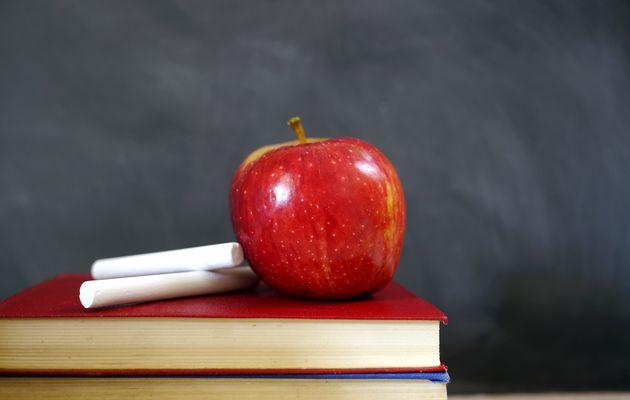 Teacher+desk+apple+chalk