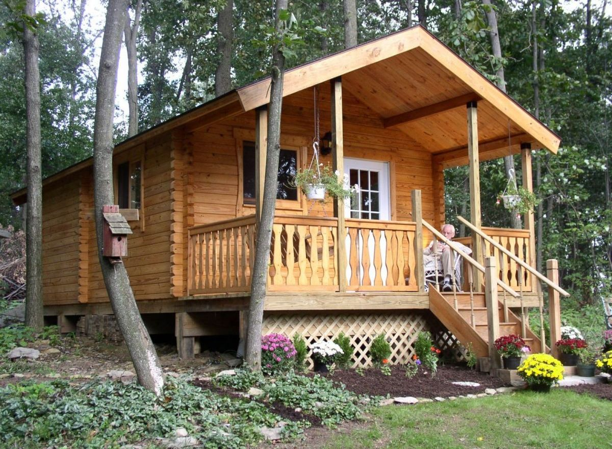 small log cabin front porch view