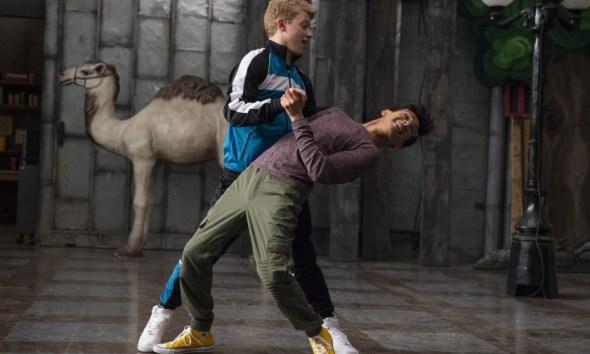 Disney leva agenda LGBT para o próximo nível e adiciona romance gay adolescente em nova série infantil 93