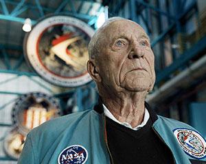 Astronauta americano da missão lunar Apollo 15, Al Worden, morre aos 88 anos 27
