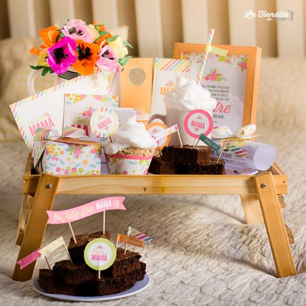 A mamá le encantará despertarse con una sorpresa así, un desayuno en la cama llena de color y flores primaverales.