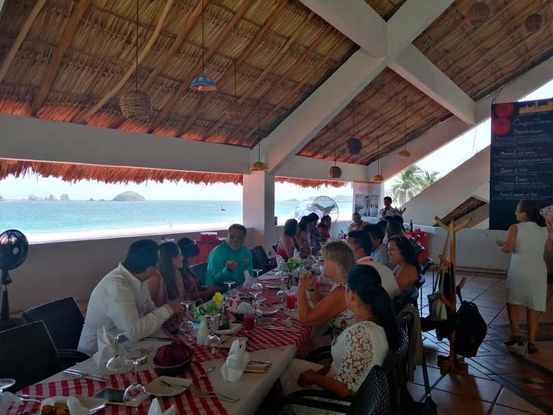 Conexstur-tour-operator-mexico-fam-trip-ixtapa-lunch