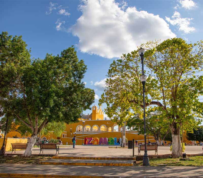 Conexstur-tour-operator-mexico-yucatan-destination-izamal-yellow-city-Square