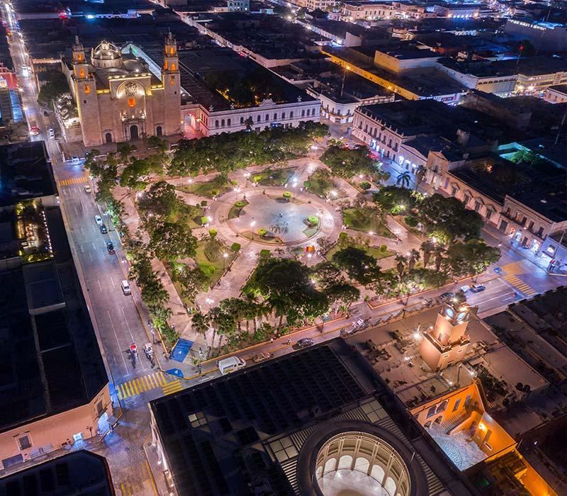 Conexstur-tour-operator-mexico-yucatan-destination-merida-square-night