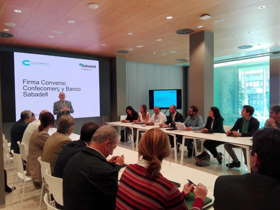 CONFECOMERc CV firma un convenio de colaboración con Banc Sabadell (7)