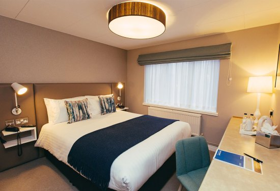 King bedroom, bed and breakfast at Lucas House Hotel