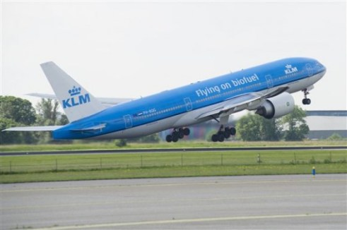 November 23, 2009 KLM operated the world's first demonstration flight with passengers on board using biofuel. On this flight, one engine ran on a mix of 50% biofuel made from camelina (huttentut). On June 29, 2011 this was followed by the first commercial flight on biokerosene from Amsterdam to Paris with 171 passengers on board. The biokerosene used on this flight was made from recycled cooking oil supplied by SkyNRG. In September a series of flights were operated on this route. With these flights KLM is demonstrating more sustainable operations really are possible.