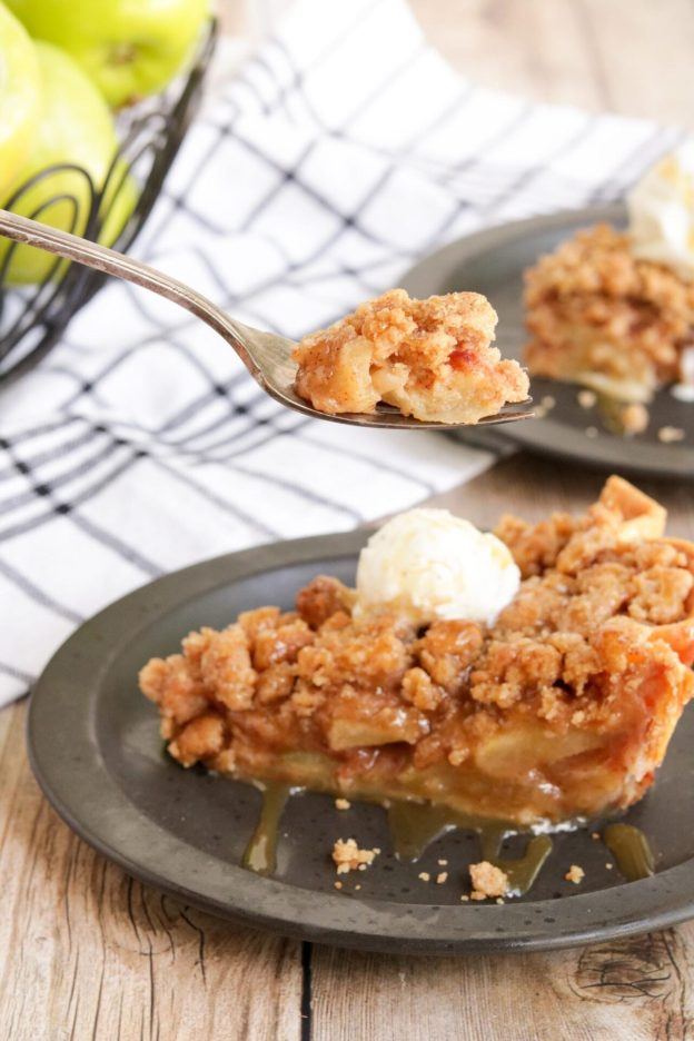 Apple crumble pie is quickly becoming one of my favorite apple pie recipes. It is so simple and easy to make and is a crowd favorite!