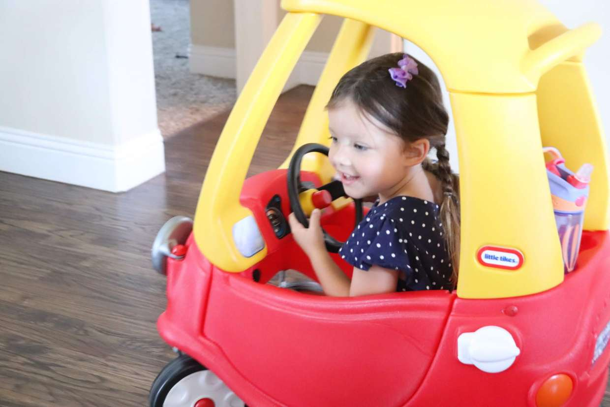 Are you sick of your days at home with your toddler feeling like a whirlwind? Having a simple toddler daily schedule is a lifesaver for stay and home moms and will help your child too! Check out these tips for starting a toddler schedule.