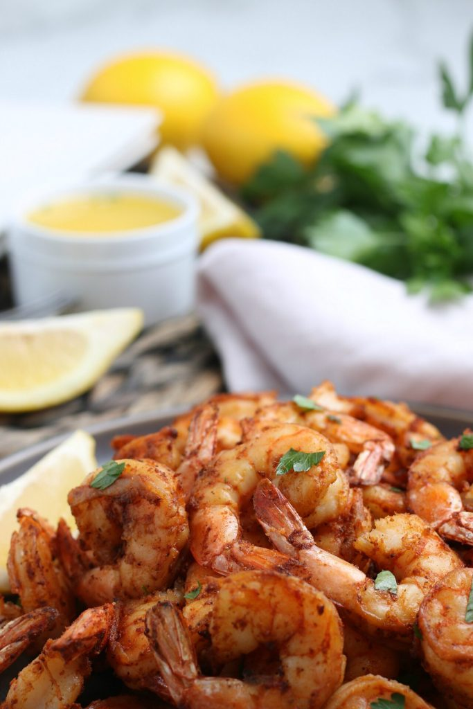 close up of air fryer shrimp on a plate