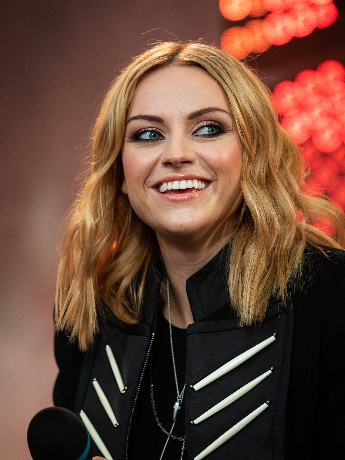 Amy MacDonald, this is the life again