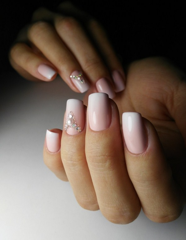 2018-2019 Bride's Wedding Manicure: Luxurious Nail Designs 23
