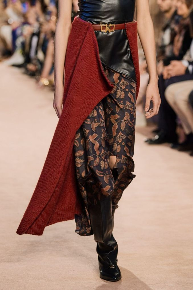 Fashionable skirt with a belt fall-winter 2020-2021 from the Salvatore Ferragamo collection
