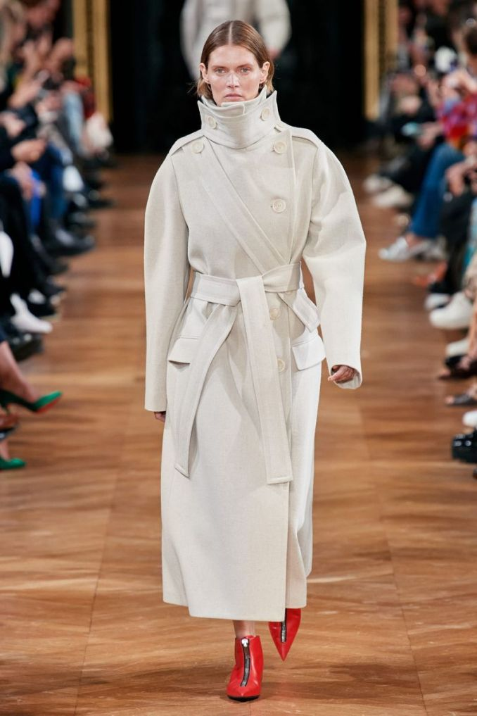 Fashionable long coat with a belt fall-winter 2020-2021 from the Stella McCartney collection