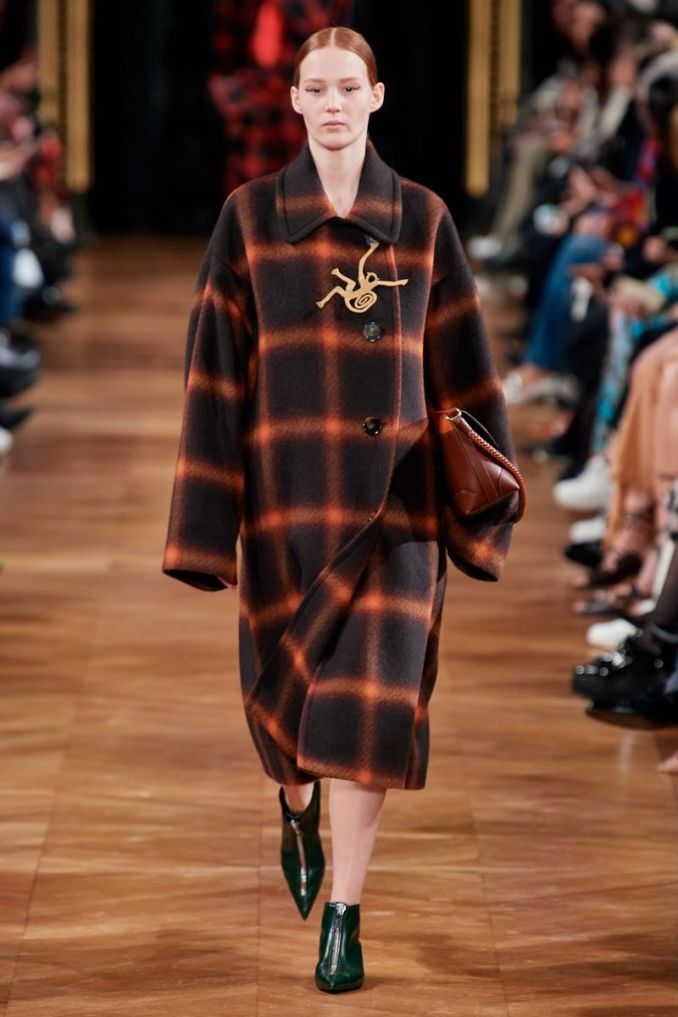 Fashionable plaid coat fall-winter 2020-2021 from the Stella McCartney collection
