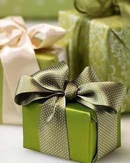 The Wrap Institute >> 2017 Color Of The Year: Greenery (a classic Christmas Color)   ConfettiStyle