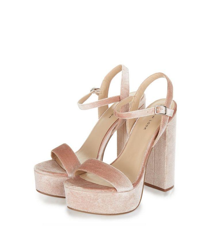 sandales-à-talons-plateformes-roses-à-brides-aux-chevilles-en-velours-