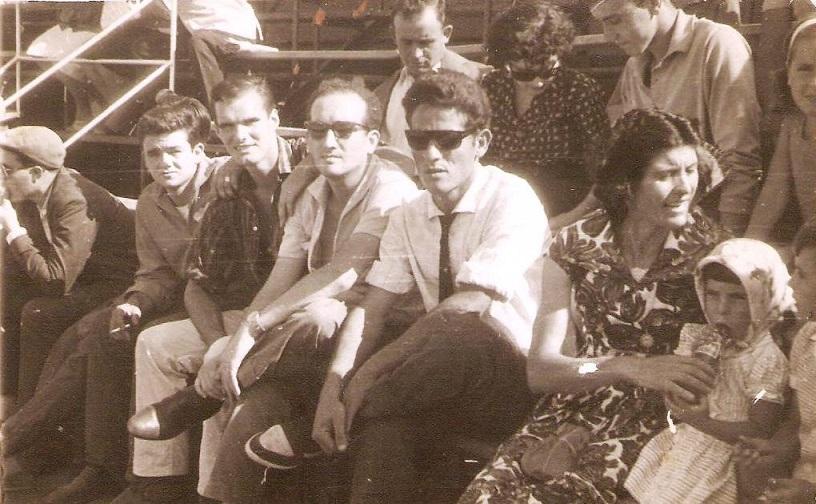 Los primeros que tomaron asientos con anterioridad al inicio del espactáculo correspondía a estos aficionados llegados desde la Línea de la Concepción. 17 de agosto de 1961