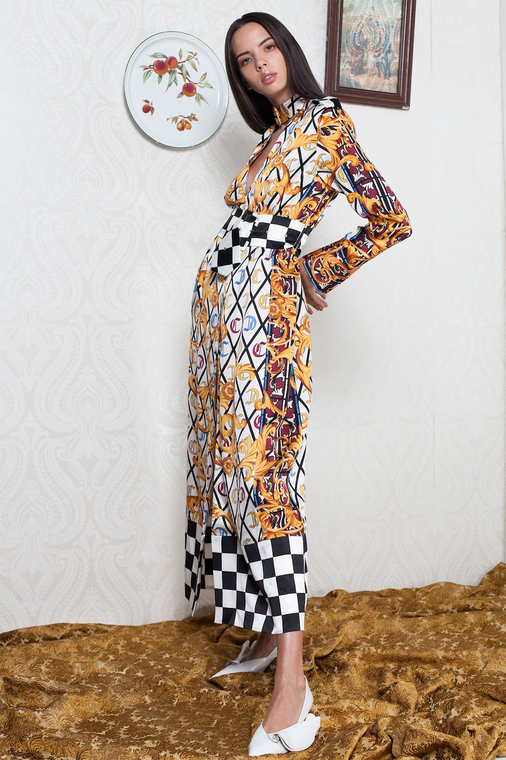 515281de529 Stunning scarf print belted silk gown with winning checkered print details  on the hem and belt