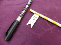 3 : Coupez les bords et personnalisez avec un marqueur