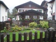I love this cute little garden in Garmisch!