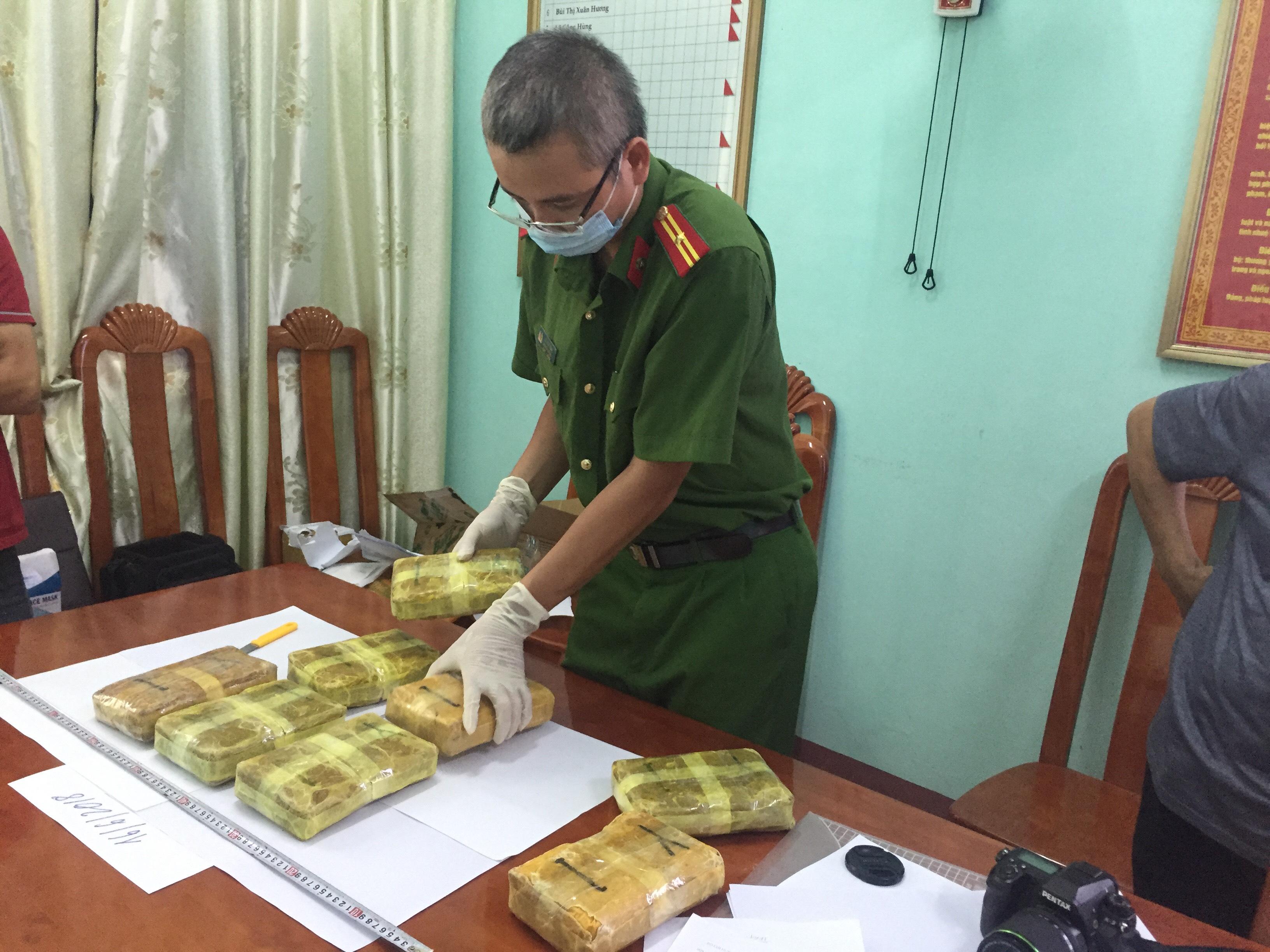 Phối hợp bắt vụ vận chuyển gần 48.000 viên ma túy tổng hợp