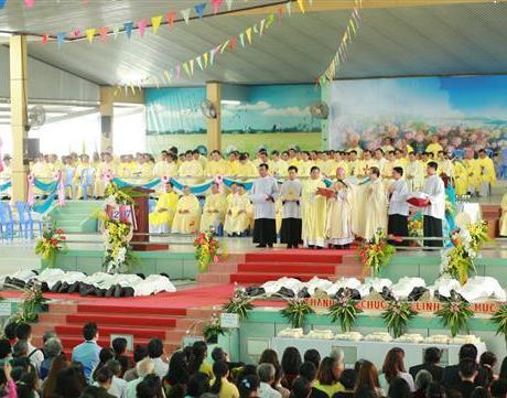 Gp Long Xuyên Thánh lễ Phong chức linh mục 2018