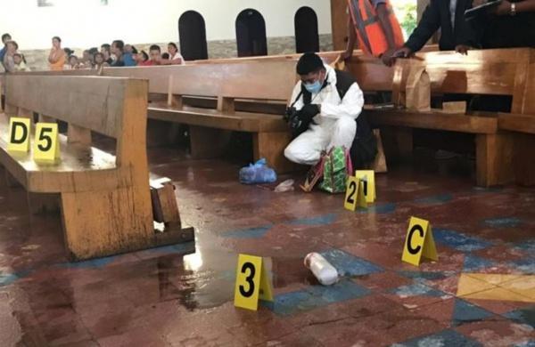 Linh mục bị tạt axit khi đang giải tội