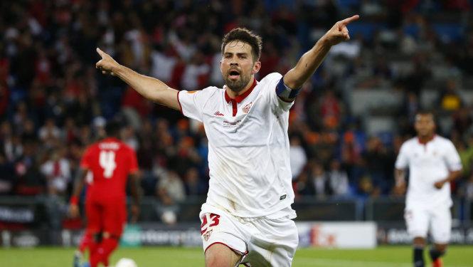 Hạ Liverpool, Sevilla lần thứ ba liên tiếp vô địch Europa League