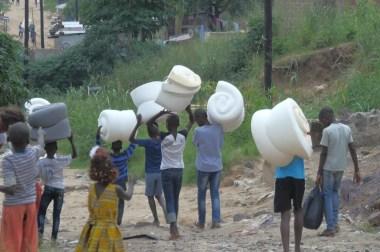 Vidéo sur la remise des Dons par la Fondation Congo Hope  a l'Orphelinat EVAPEV…