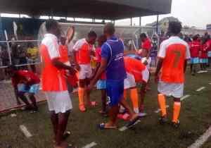 """Le coach de l'OC Muungano dépité: """"Léquipe mange à 14h30′ pour jouer à 15h. Imaginez-vous la suite !"""""""