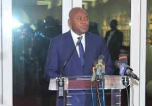 RDC: accusé de s'être octroyé une retraite dorée, le gouvernement Tshibala se justifie
