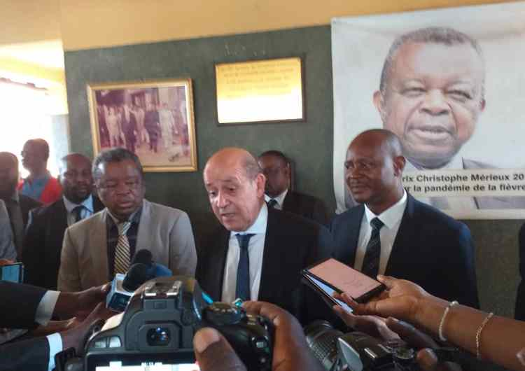 """Ebola :"""" la France continuera de participer à ce combat de riposte en RDC""""( Le Drian, ministre de l'Europe et des Affaires étrangères)"""