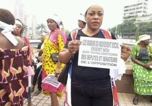 """Les mamans de """"LAMUKA"""" ont marché pour protester contre l'invalidation de leurs députés"""