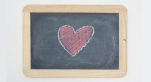 pizarra con corazón pintado